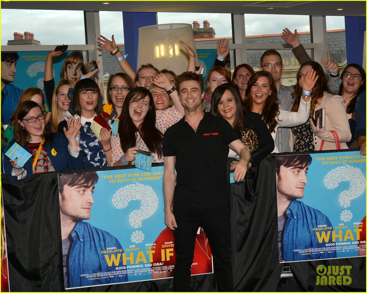 daniel radcliffe pose with fans what if dublin ireland 06