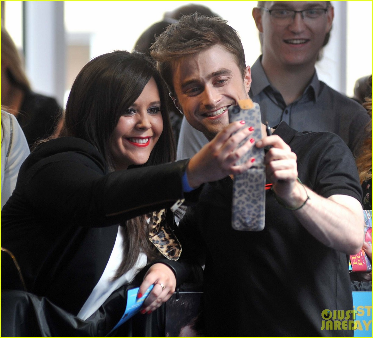 daniel radcliffe pose with fans what if dublin ireland 16
