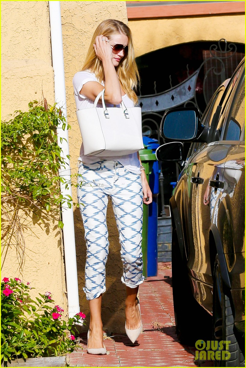 rosie huntington whiteley takes care of business in la 073179617