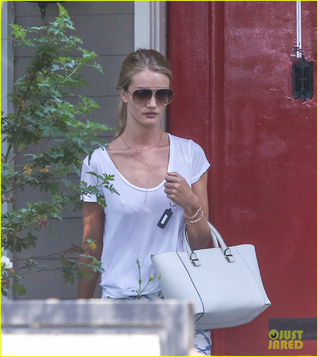 rosie huntington whiteley takes care of business in la 113179621