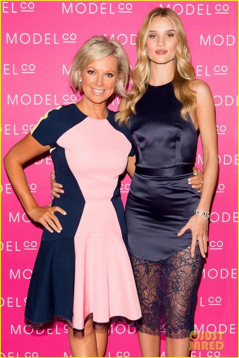 rosie huntington whiteley stuns lacy dress modelco launch 023184550