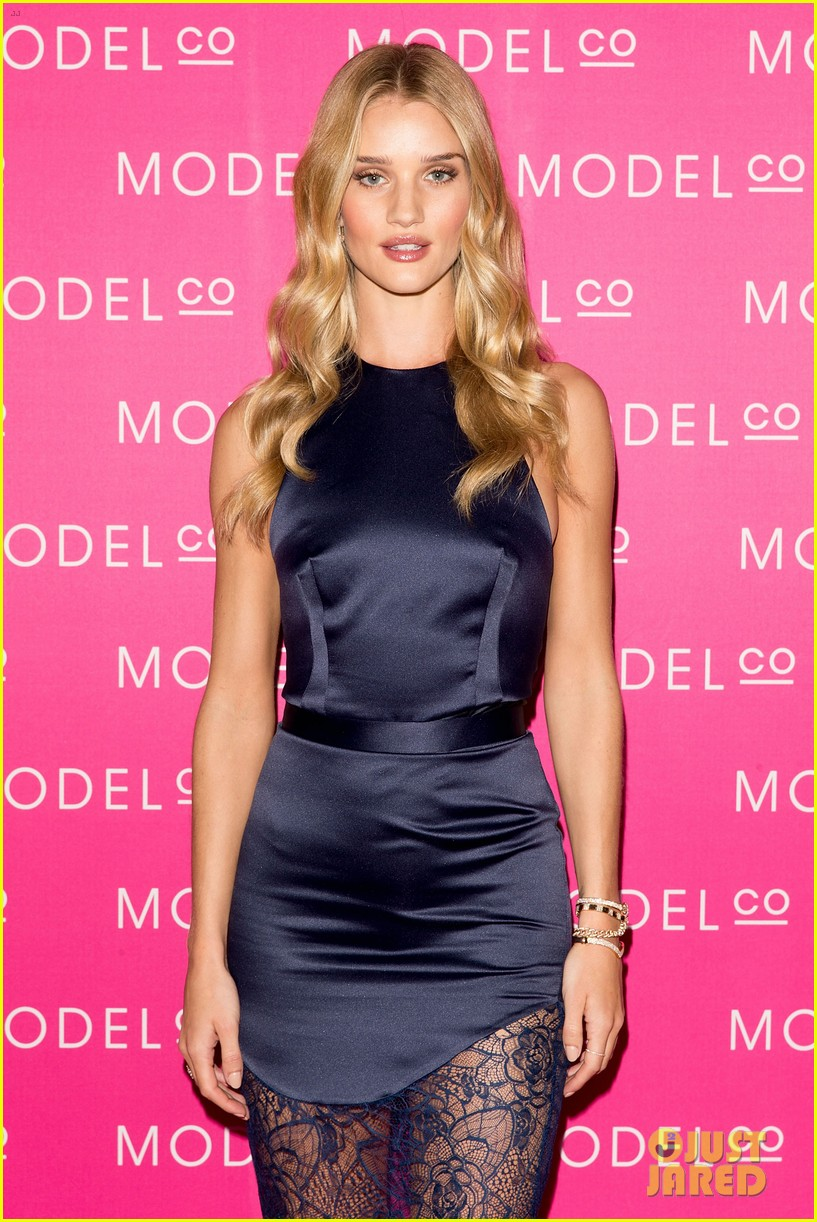 rosie huntington whiteley stuns lacy dress modelco launch 063184554