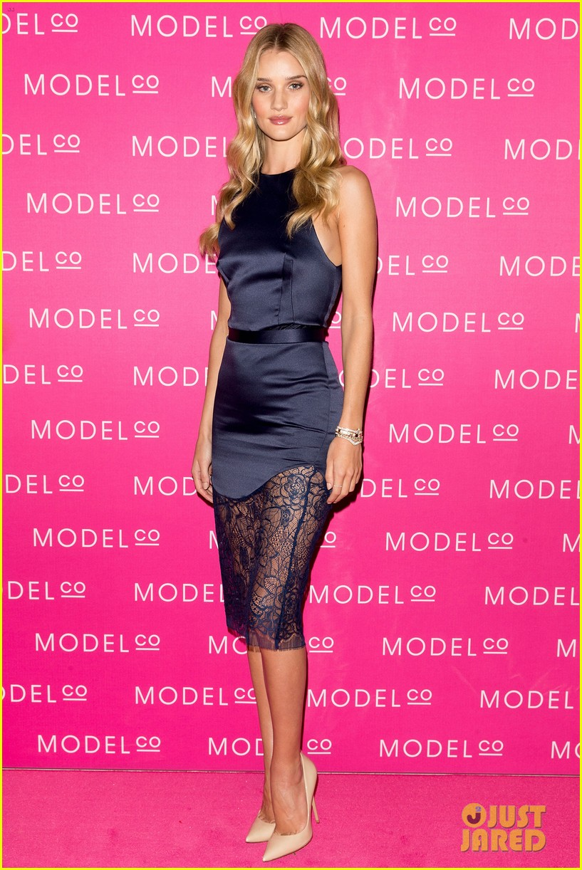 rosie huntington whiteley stuns lacy dress modelco launch 073184555