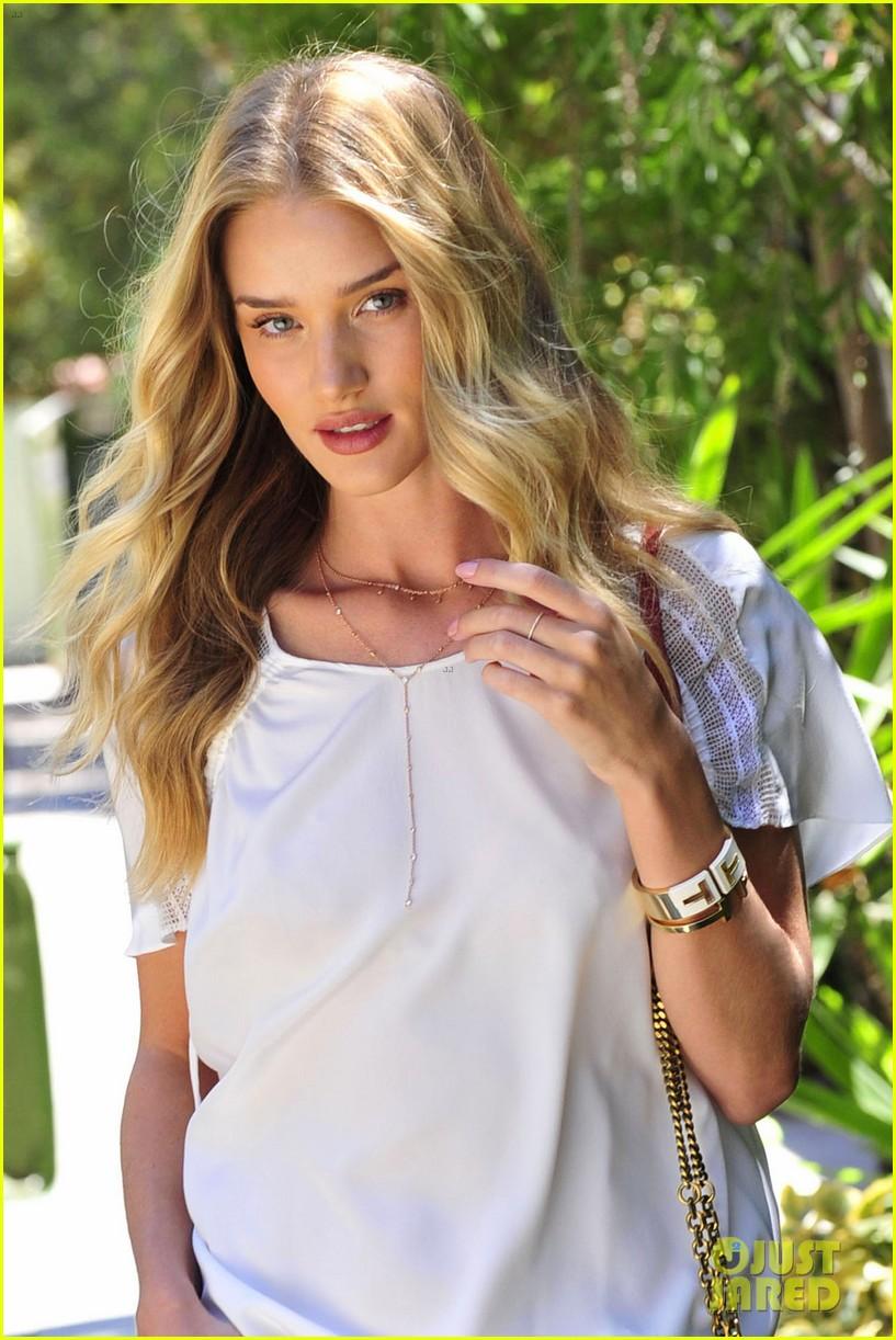 rosie huntington whiteley stuns lacy dress modelco launch 113184559