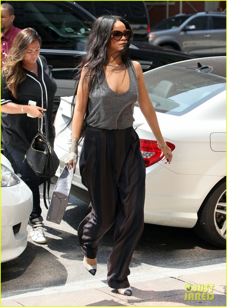 rihanna goes braless in new york city 023179692