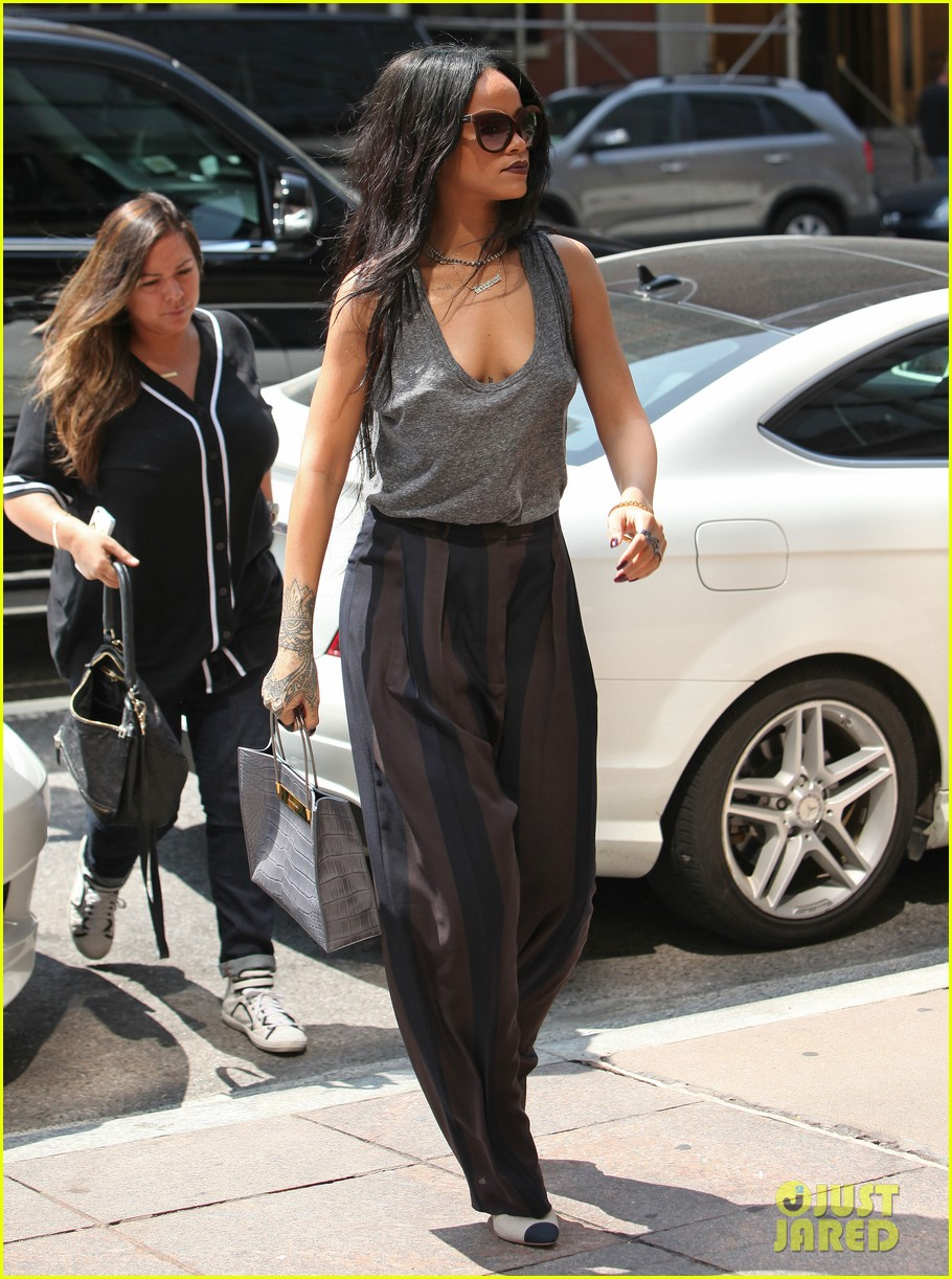 rihanna goes braless in new york city 083179698
