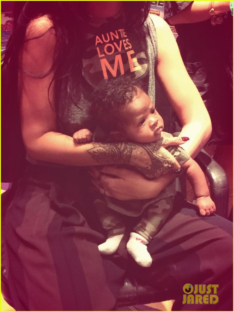rihanna teaches her baby niece how to make selfie faces 23