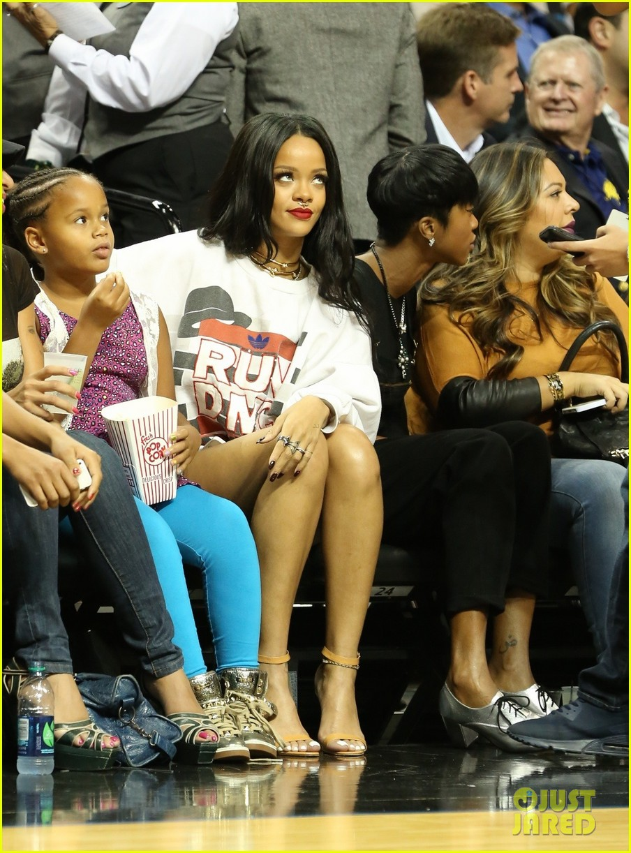 rihanna watches chris brown play basketball in courtside seats 233180655