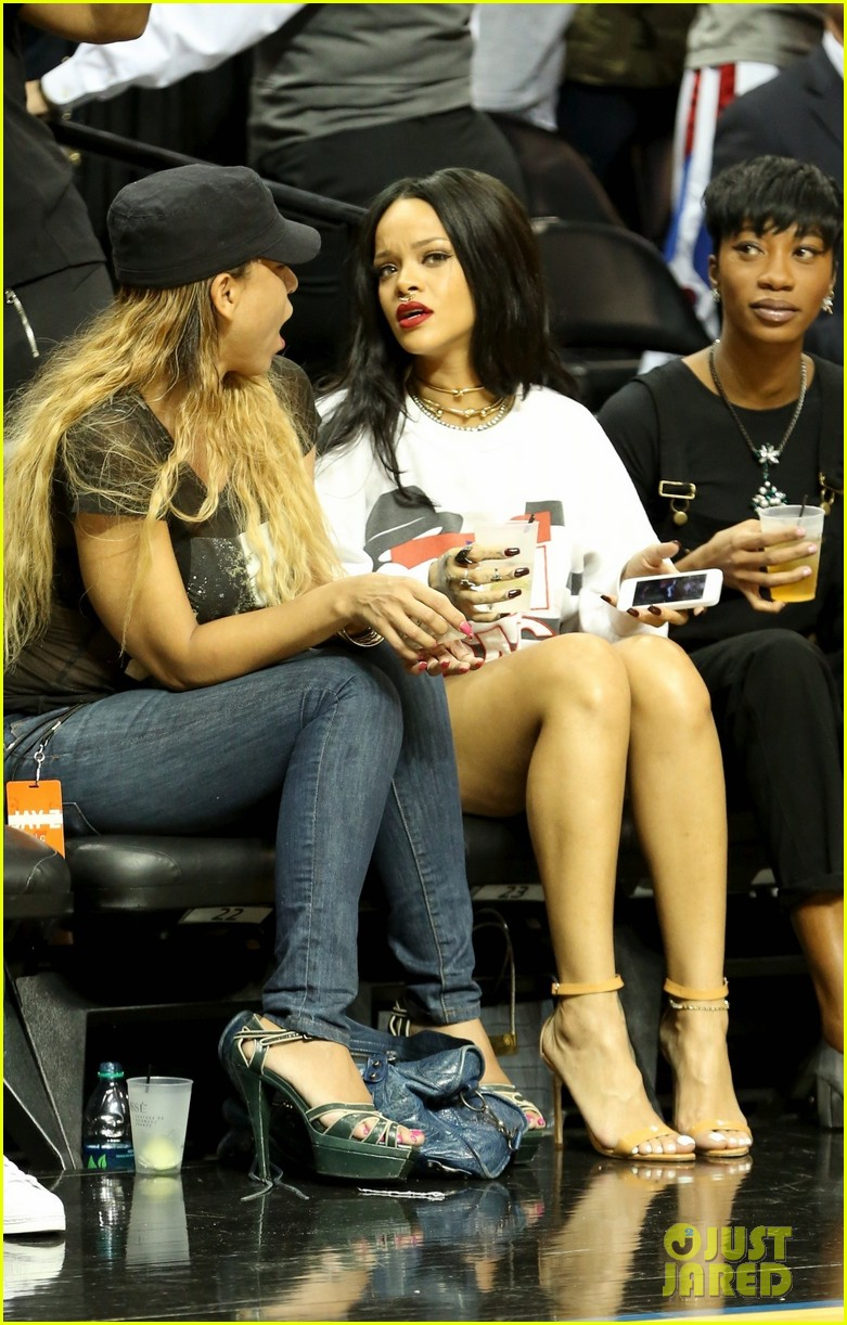 rihanna watches chris brown play basketball in courtside seats 273180659