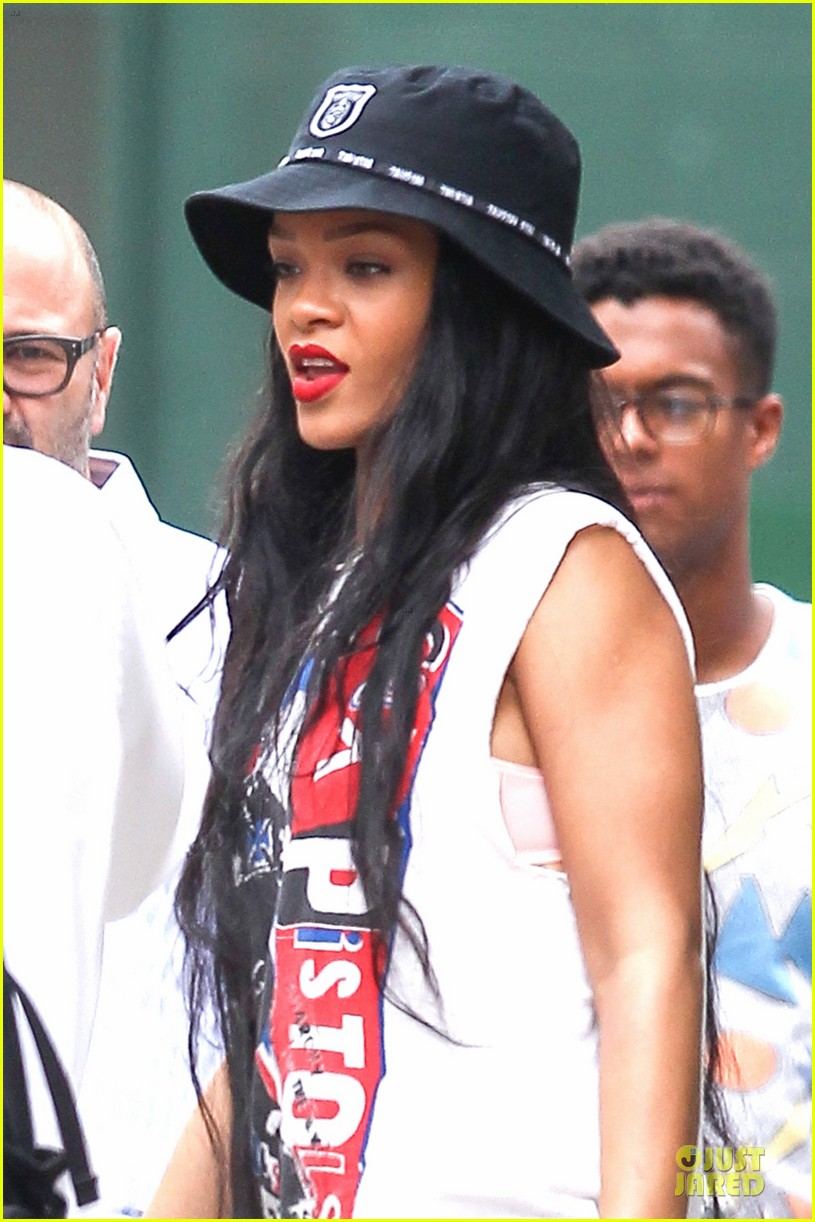 rihanna restraining order against intruder 02
