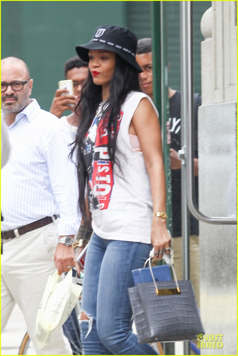 rihanna restraining order against intruder 063181046