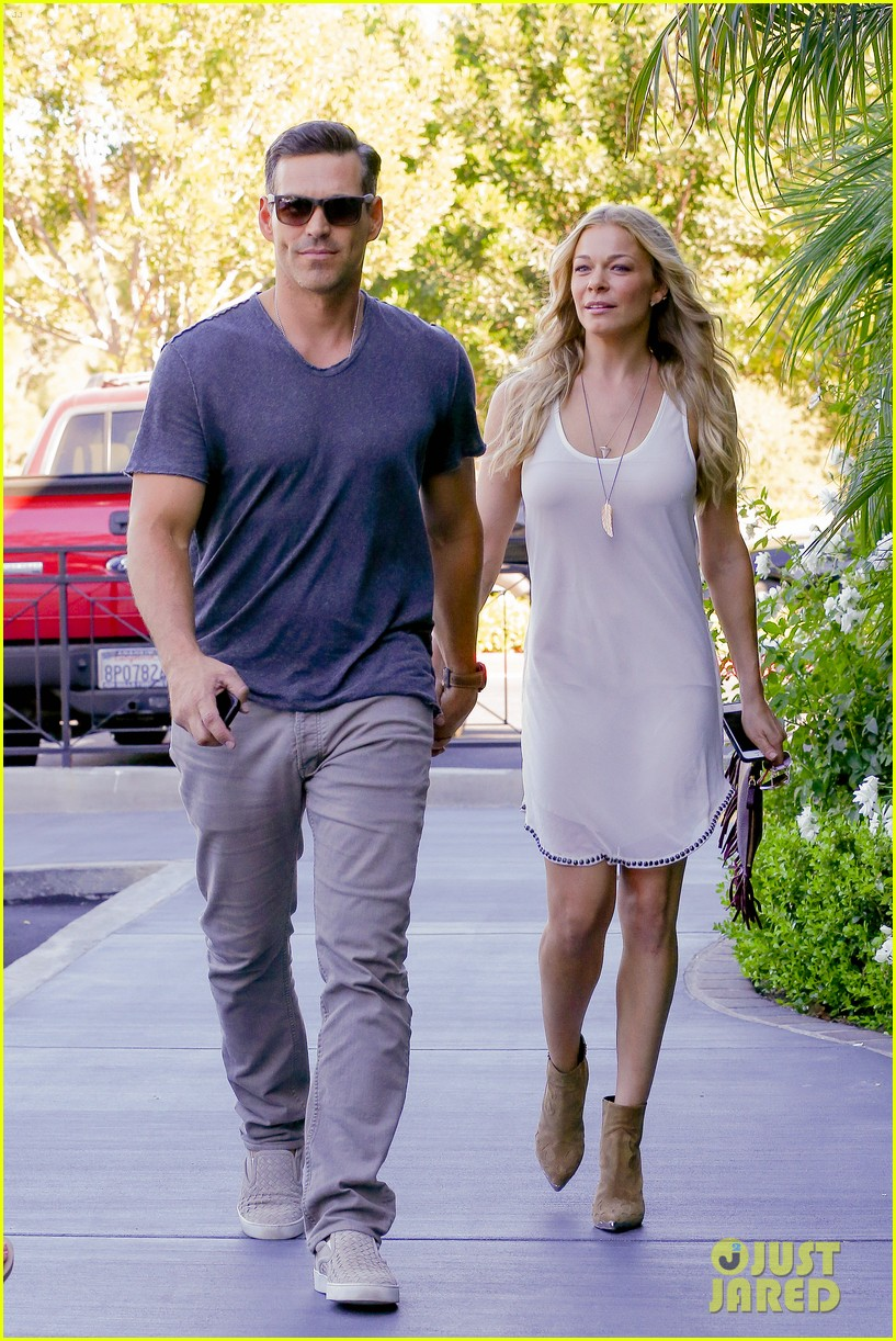 leann rimes steps out after getting backlash for rape joke 123185236