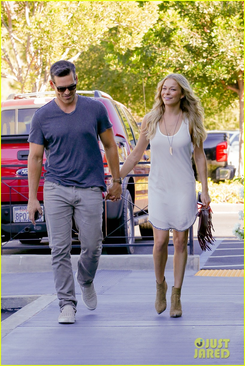 leann rimes steps out after getting backlash for rape joke 203185244