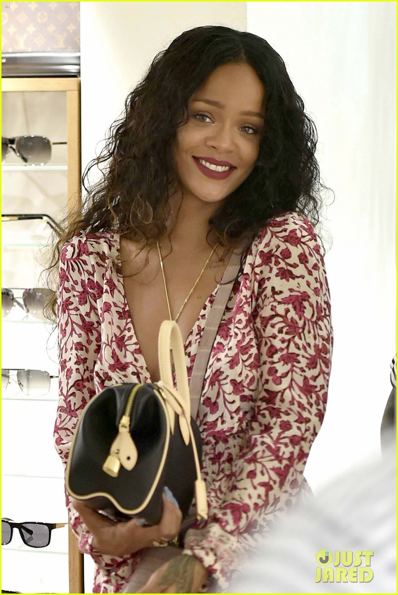 rihanna thanks fans 9 year anniversary debut album 063186769