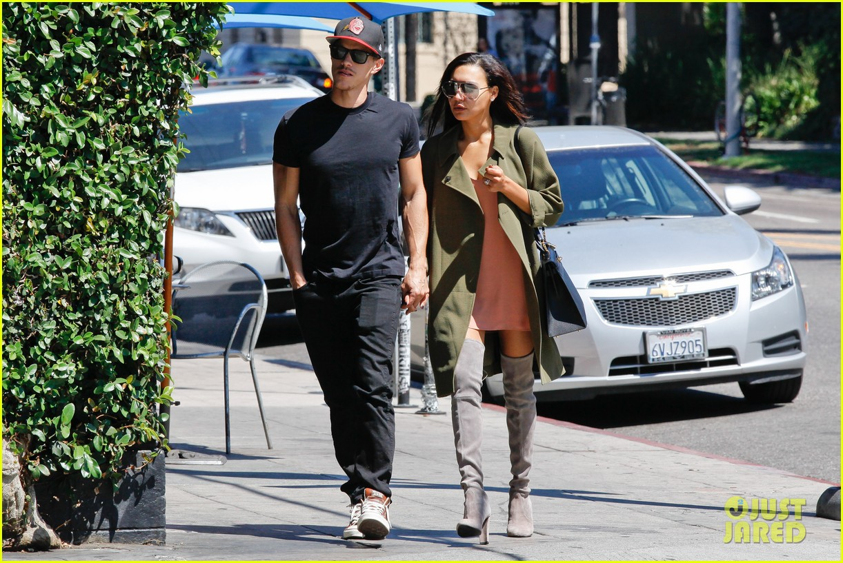 naya rivera ryan dorsey hold hands birds cafe 153180280