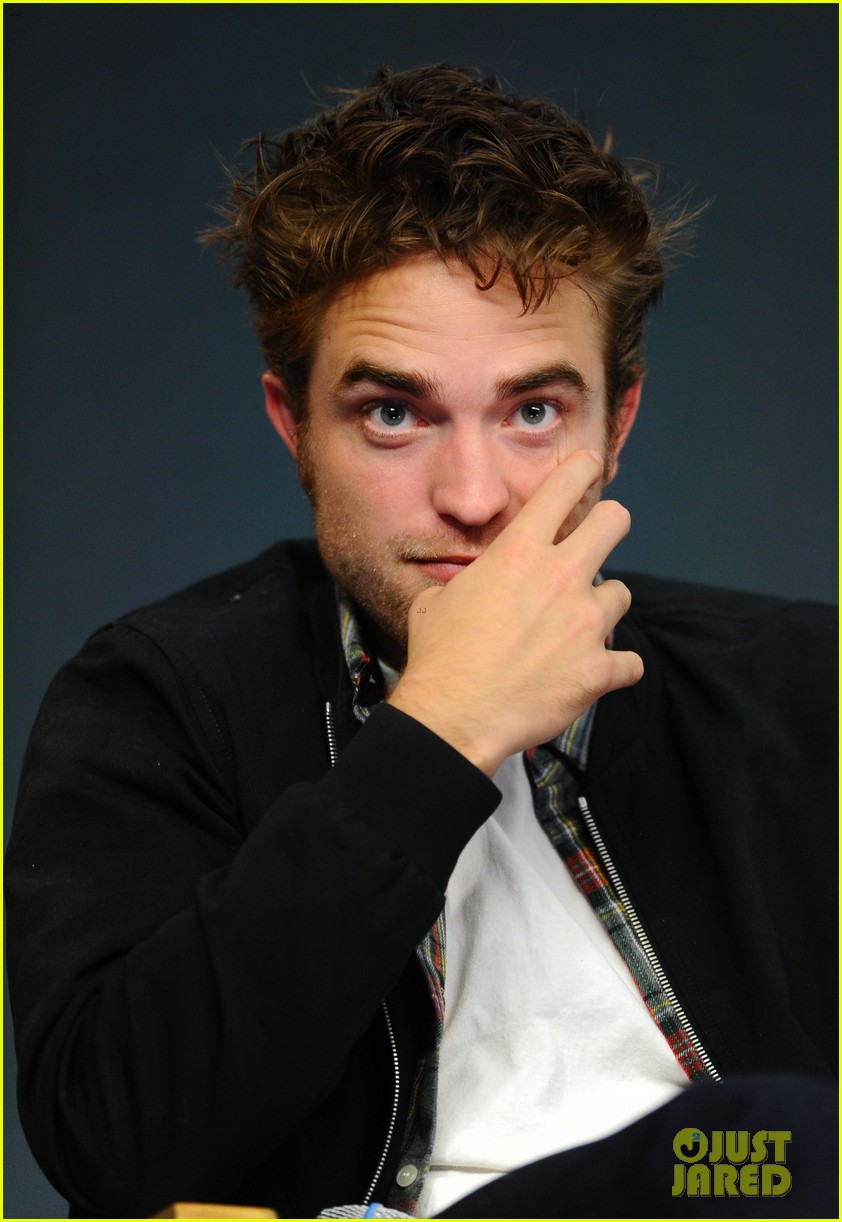 robert pattinson facial expressons the rover event 013172443