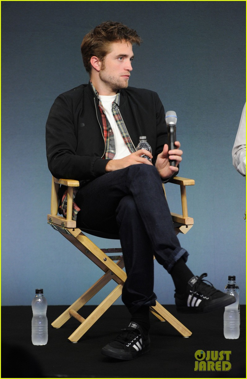 robert pattinson facial expressons the rover event 033172445