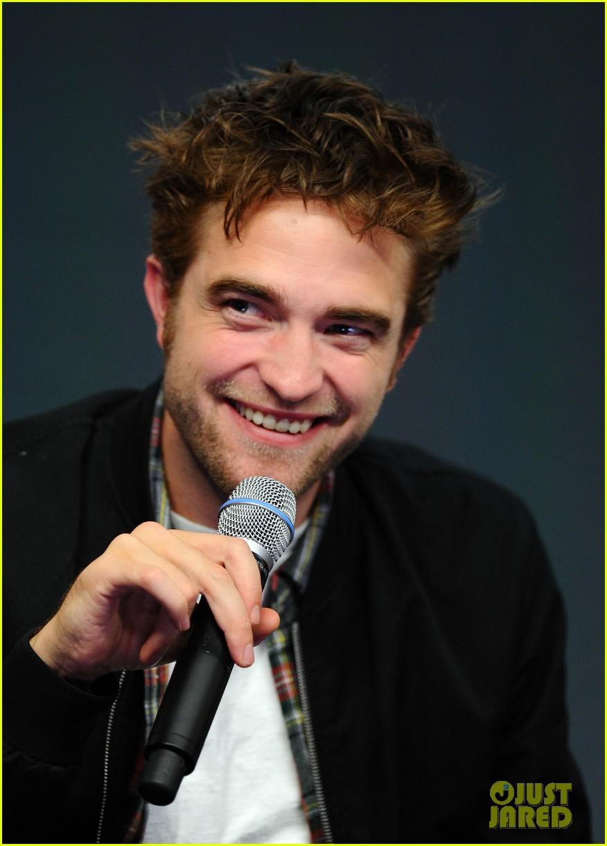 robert pattinson facial expressons the rover event 043172446