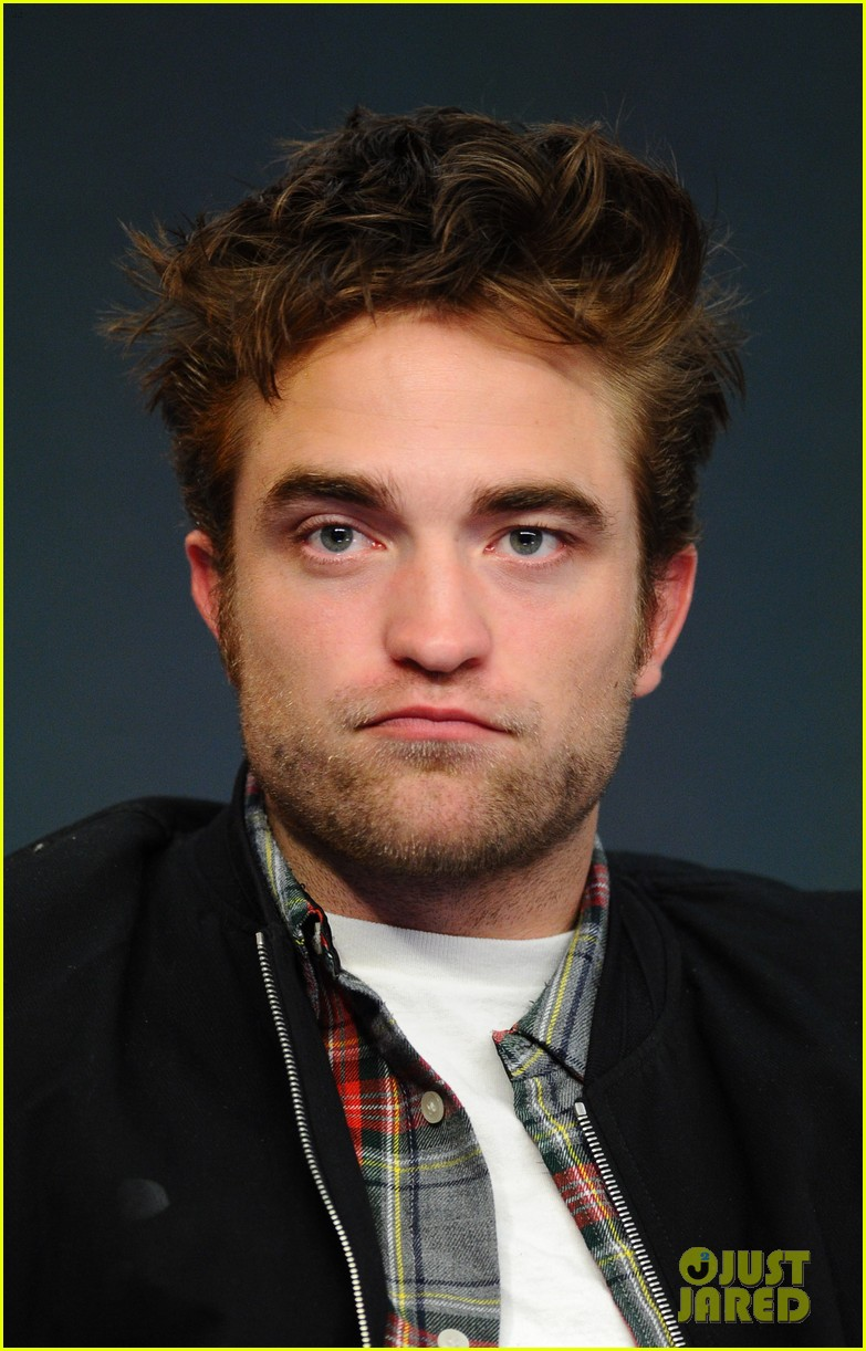 robert pattinson facial expressons the rover event 173172459