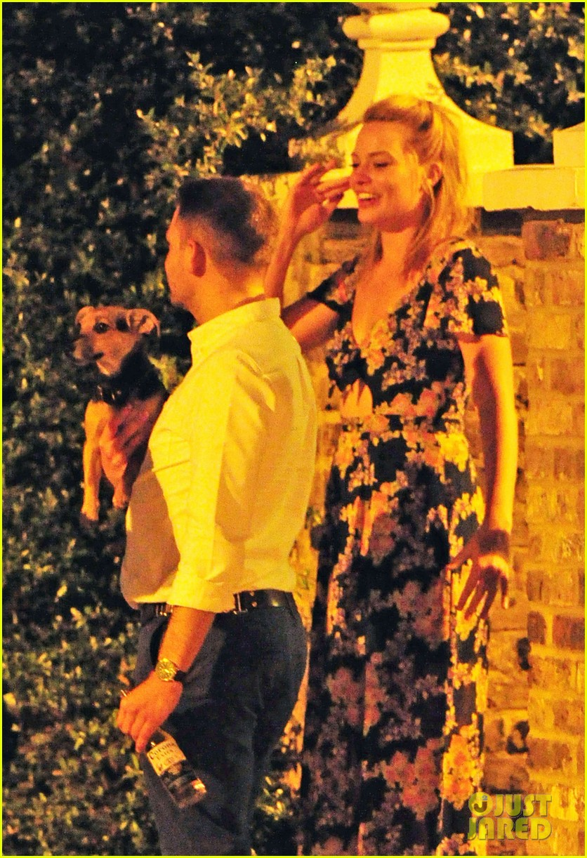 margot robbie passionately makes out with mystery man 083184965