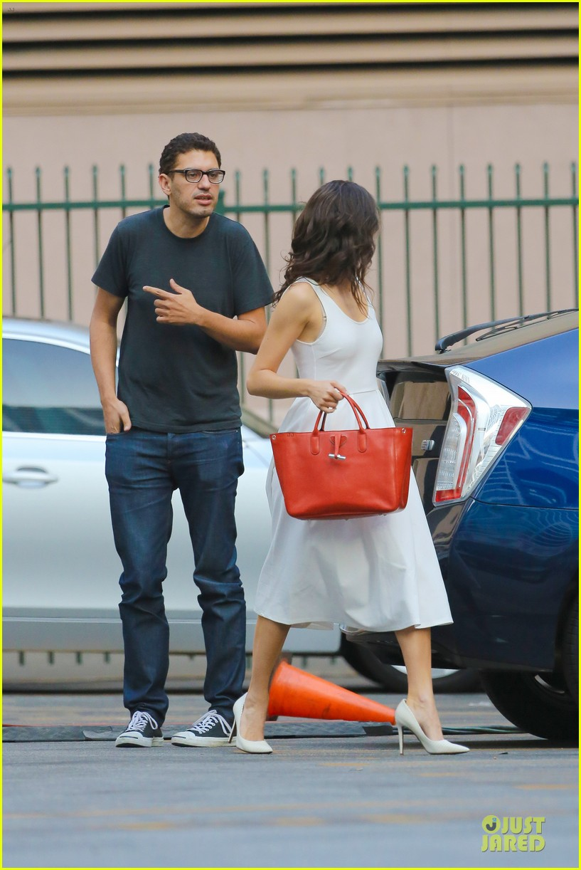 emmy rossum boyfriend sam esmail hold hands on shameless set 103173429