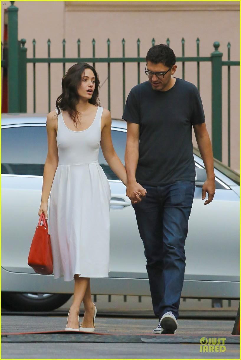 emmy rossum boyfriend sam esmail hold hands on shameless set 143173433