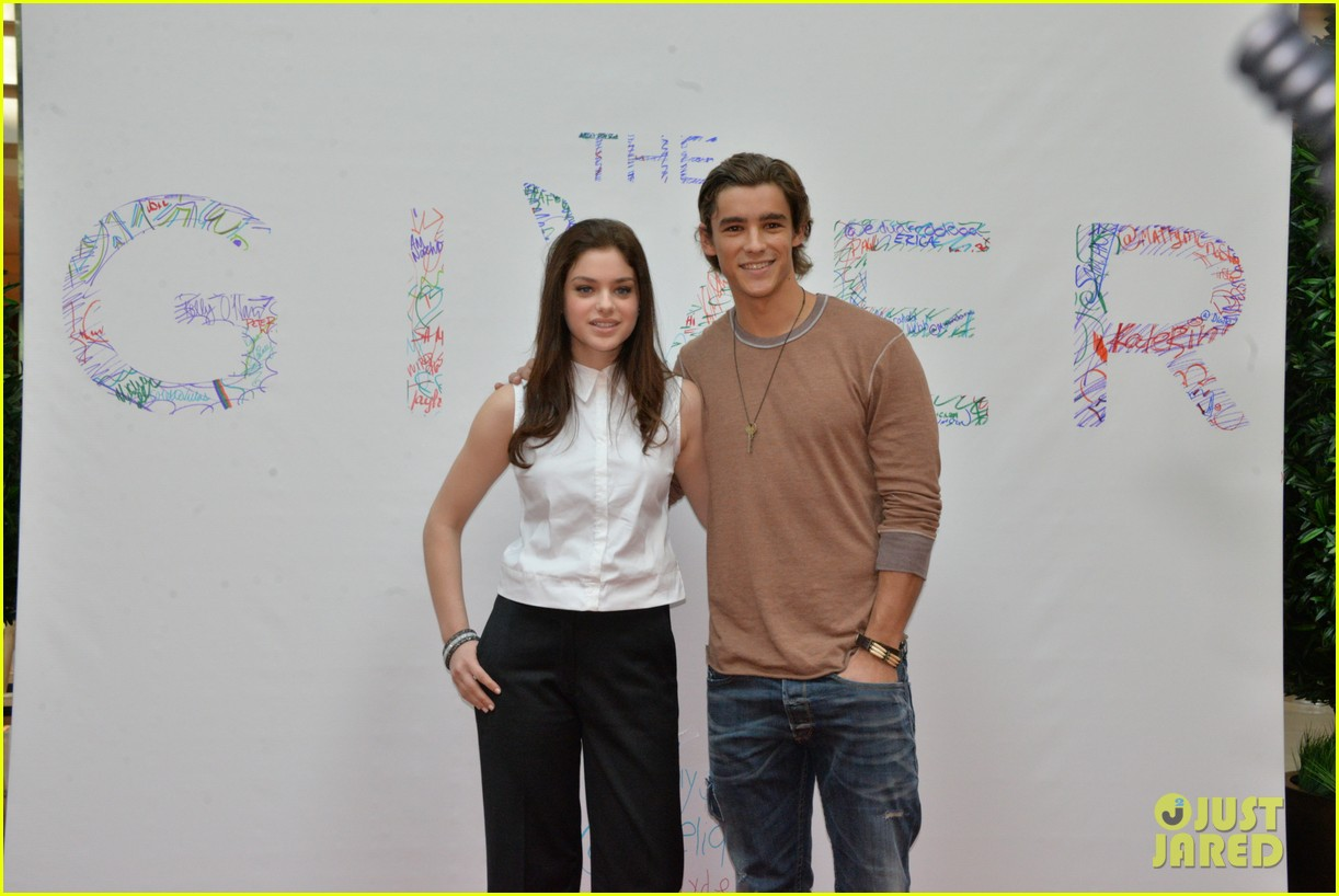 odeya rush brenton thwaites the giver cherry hill mall 073173697