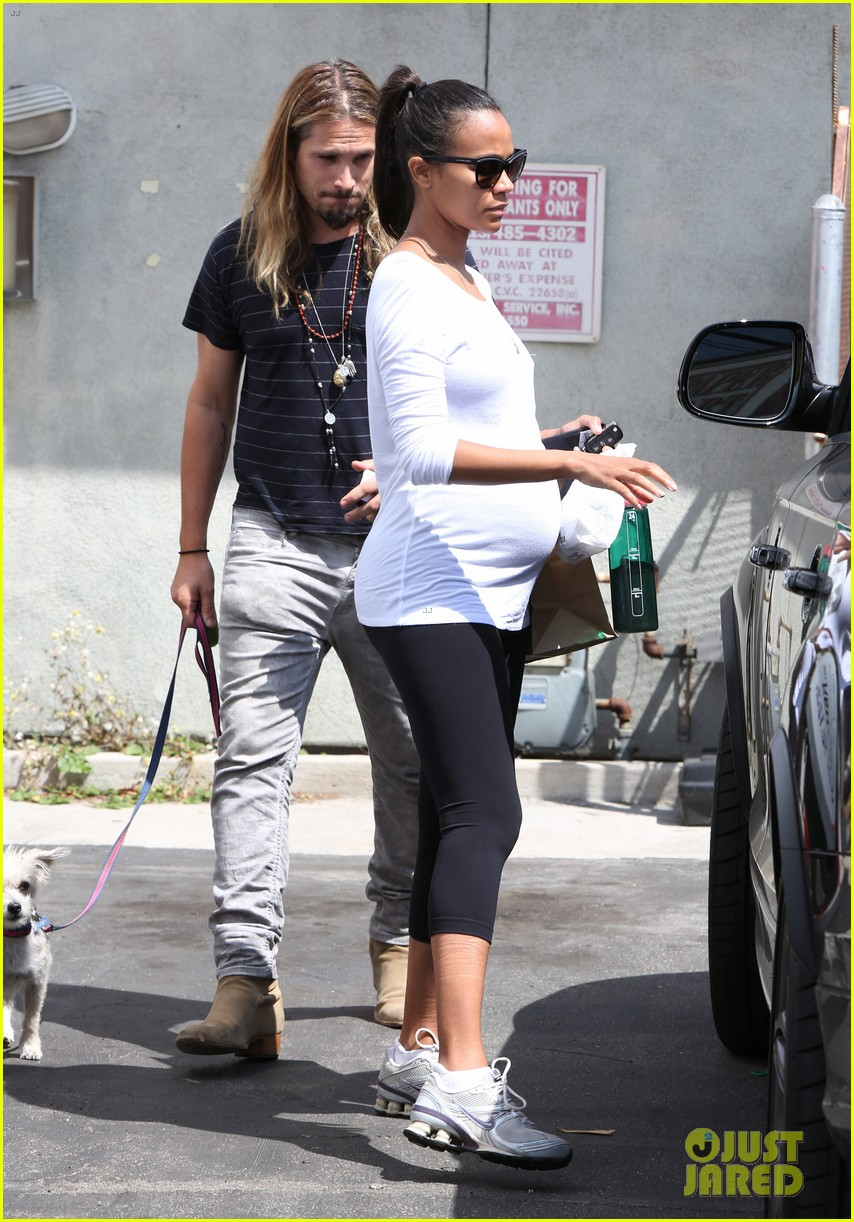 zoe saldana preps for baby at moms the word 02