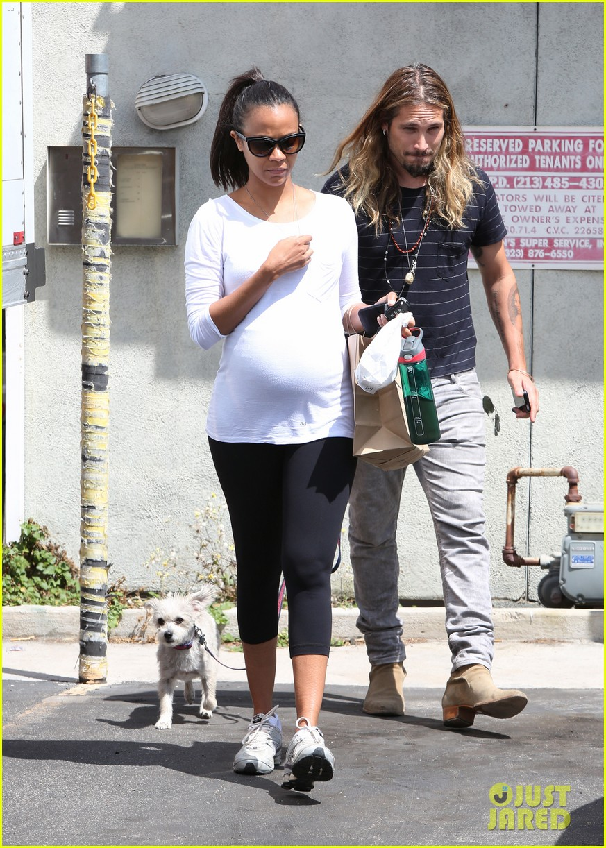 zoe saldana preps for baby at moms the word 093183886