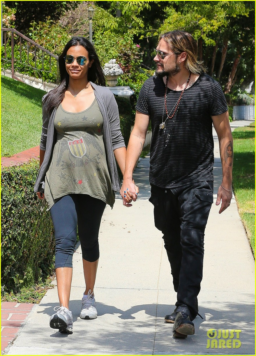 zoe saldana hubby marco perego step out for sunny stroll after taking on the ice 01
