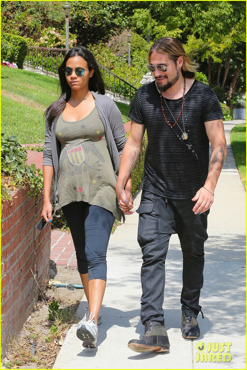 zoe saldana hubby marco perego step out for sunny stroll after taking on the ice 083179544