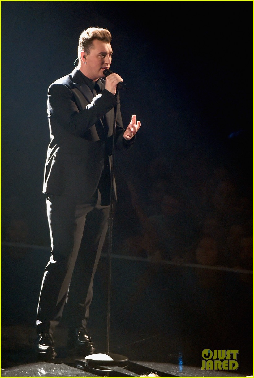 sam smith belts out stay with me at mtv vmas 2014 02