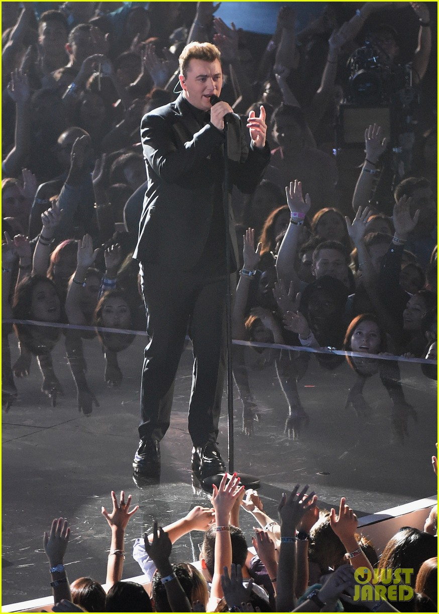 sam smith belts out stay with me at mtv vmas 2014 033182517