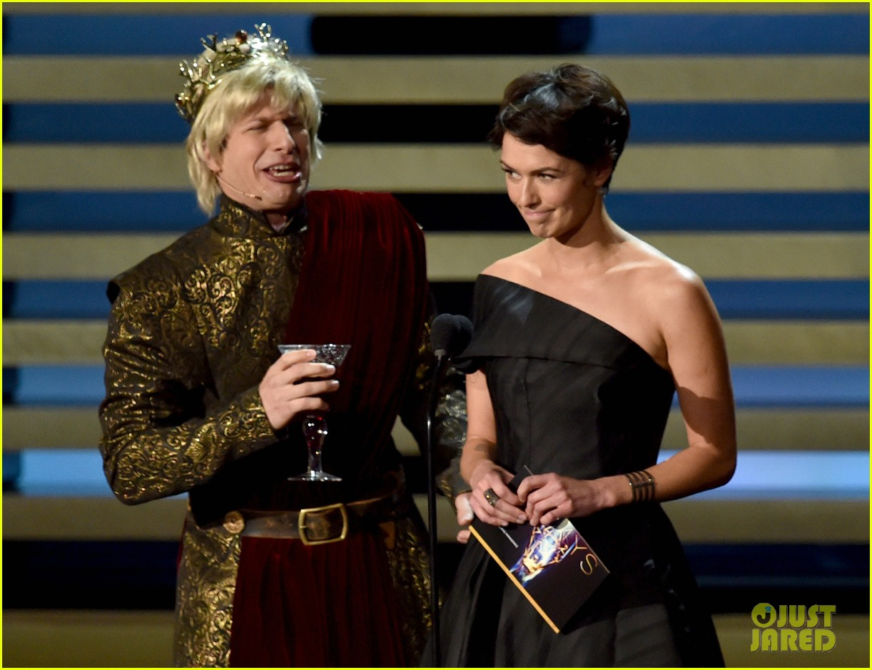 andy samberg plays game of thrones joffrey on stage at the emmys 2014 023183808