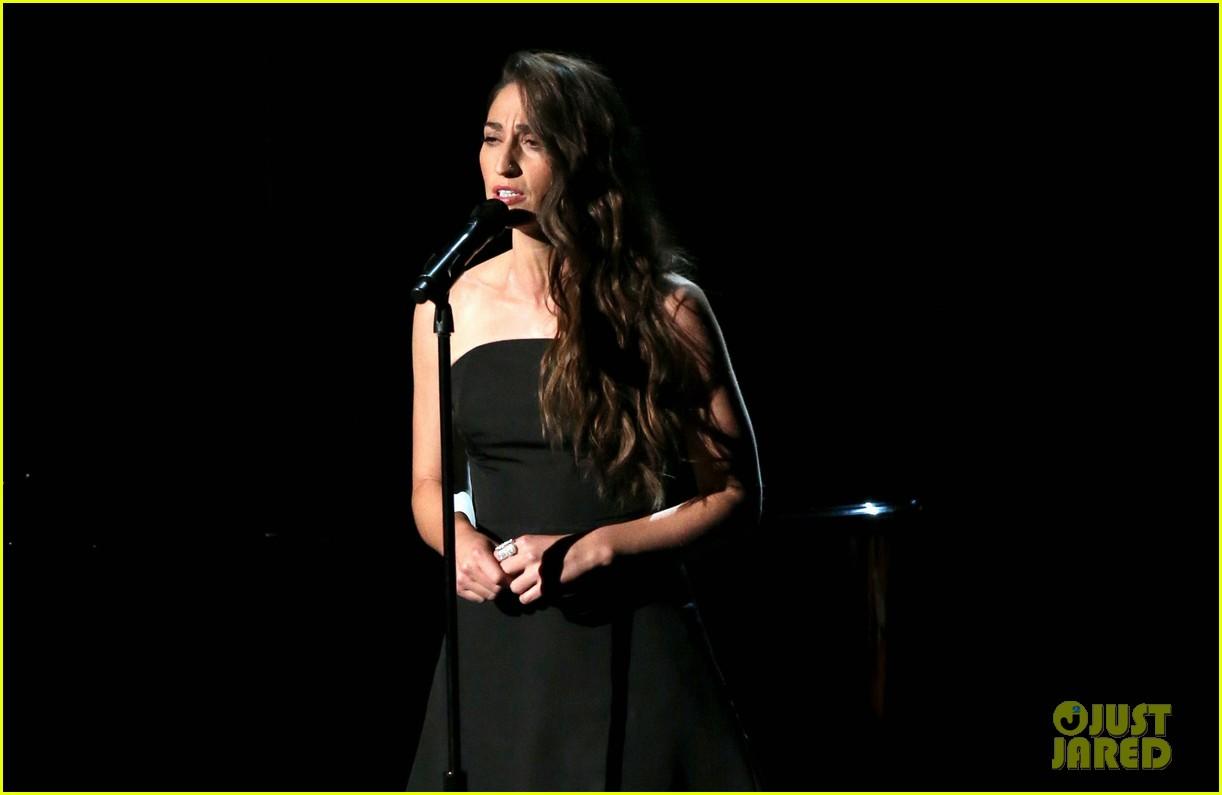 sara bareilles beautifully sings in memoriam at emmys 2014 video 033183825