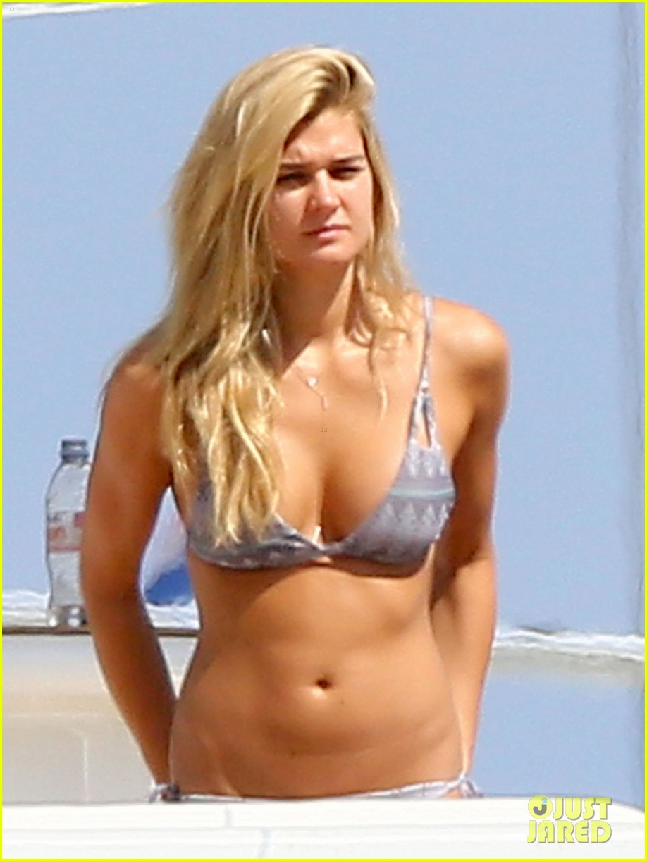 ryan seacrest shirtless yacht girlfriend shayna taylor bikini 043180435