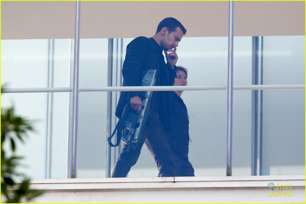shailene woodley theo james insurgent set filming 033184132