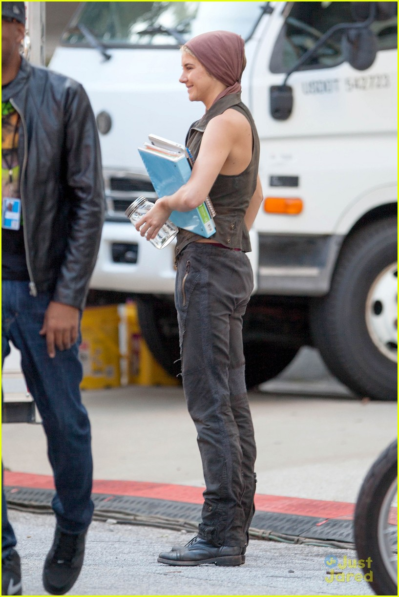 shailene woodley theo james insurgent set filming 103184139