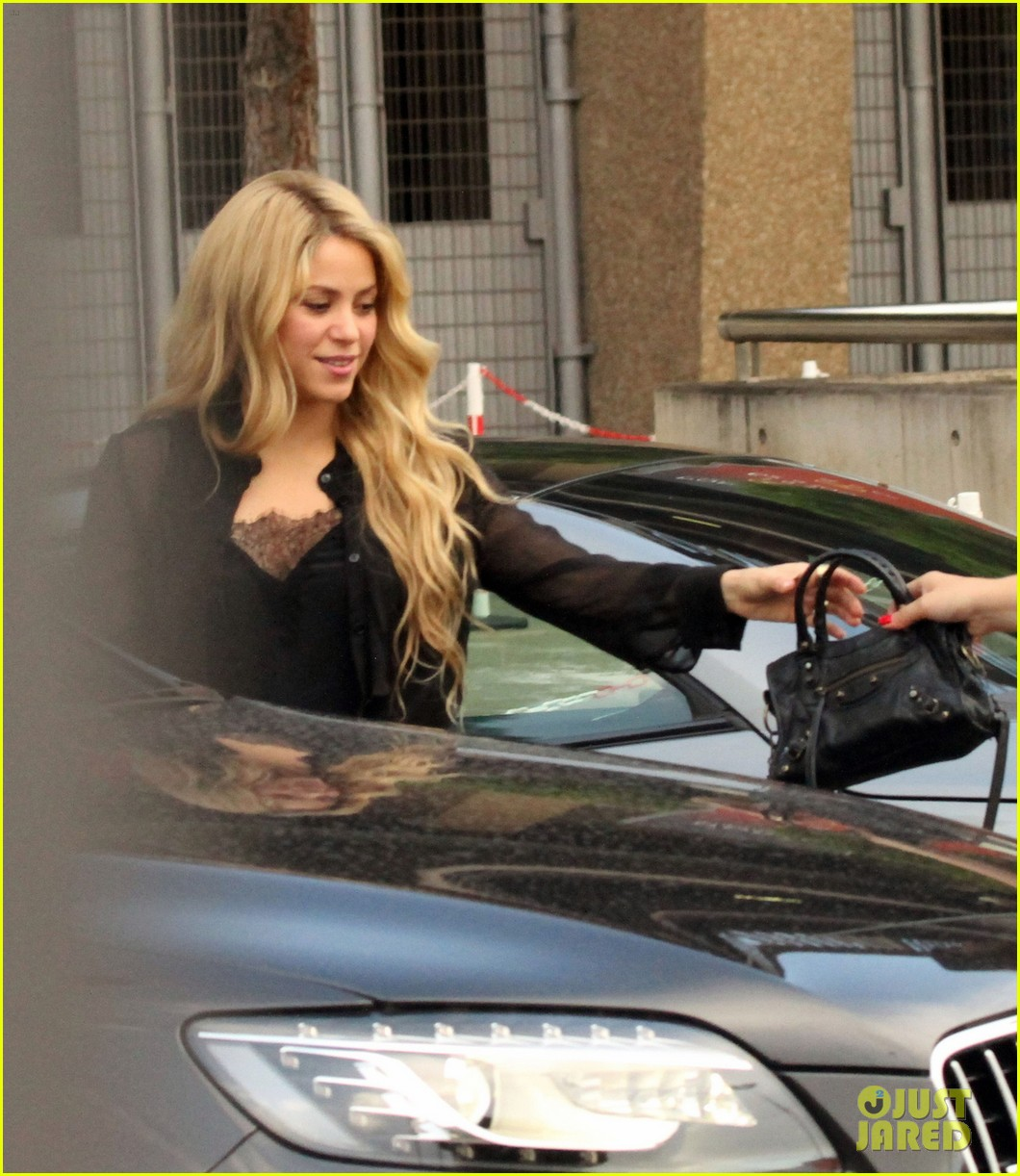 shakira steps out after announcing pregnancy news 013186316