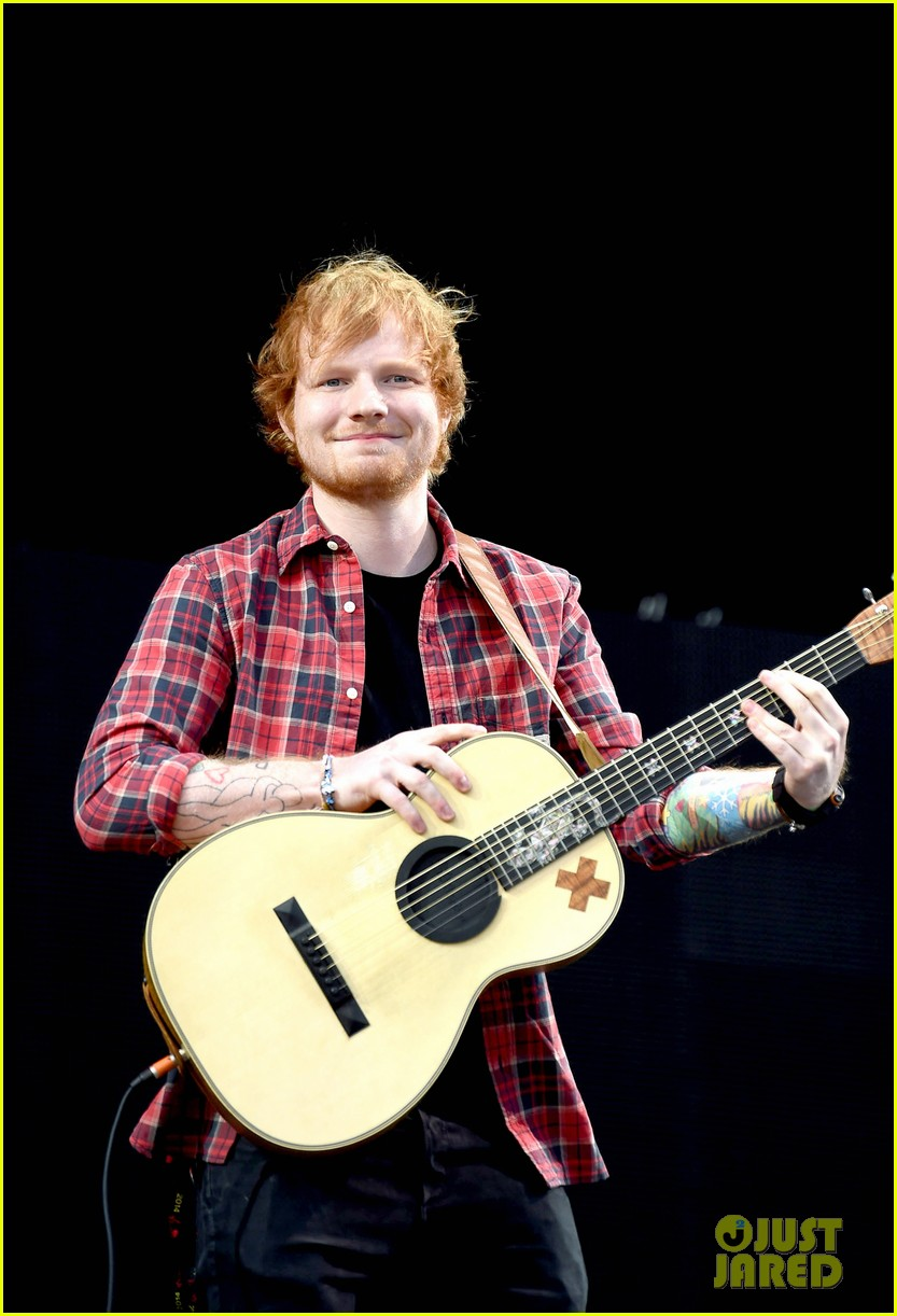 ed sheeran v festival performance sing 013177587