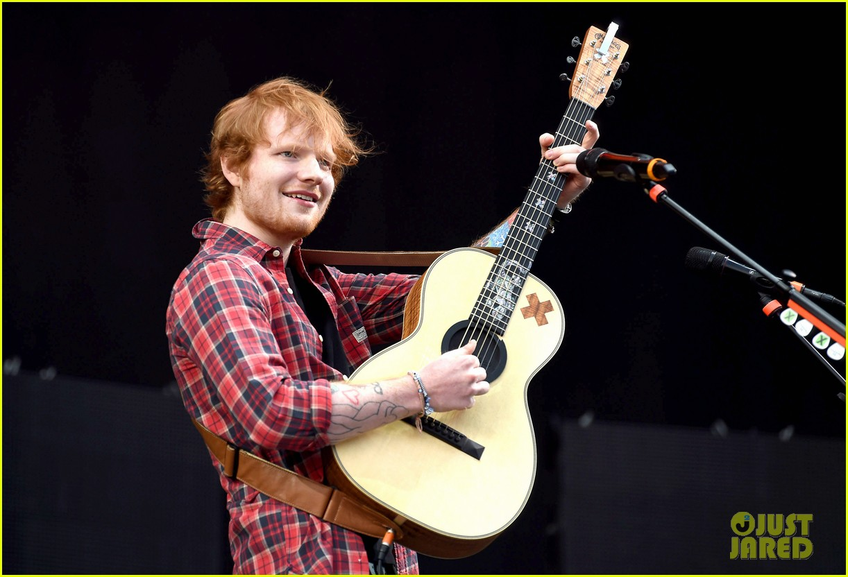 ed sheeran v festival performance sing 023177588