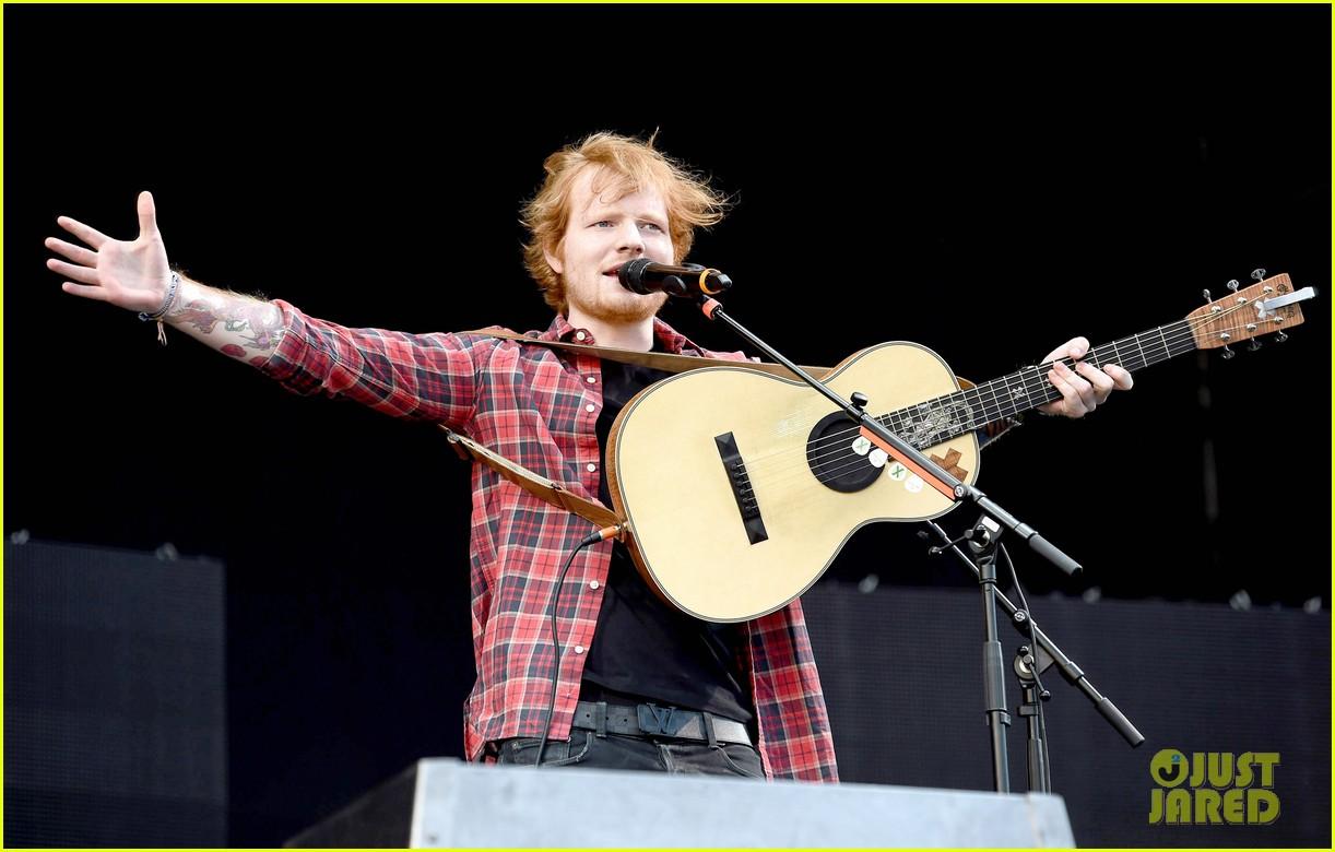 ed sheeran v festival performance sing 033177589