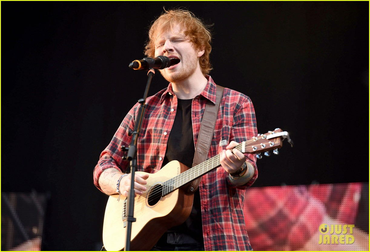 ed sheeran v festival performance sing 043177590