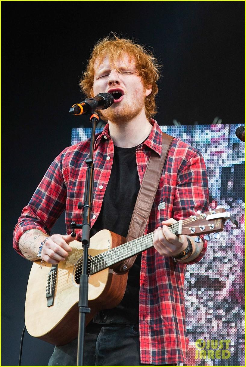 ed sheeran v festival performance sing 083177594