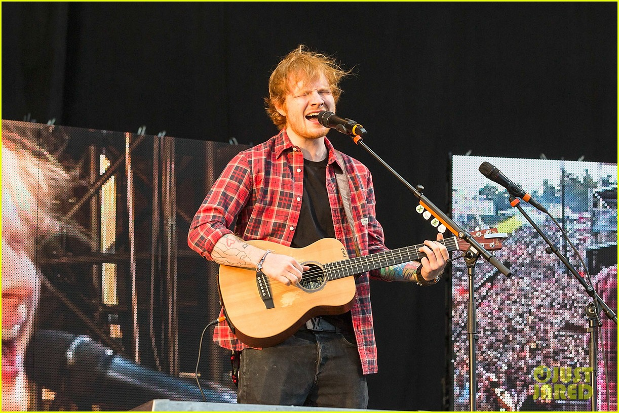ed sheeran v festival performance sing 113177597
