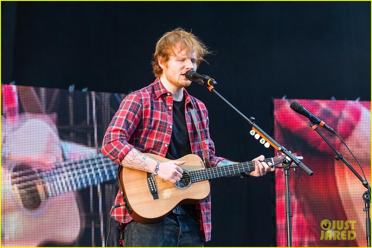 ed sheeran v festival performance sing 143177600