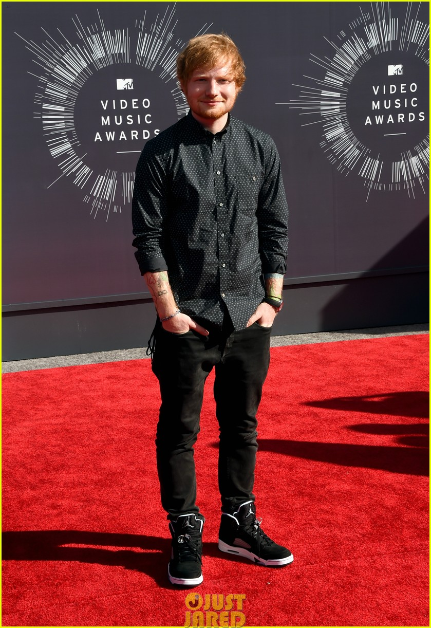 ed sheeran red carpet mtv vmas 01