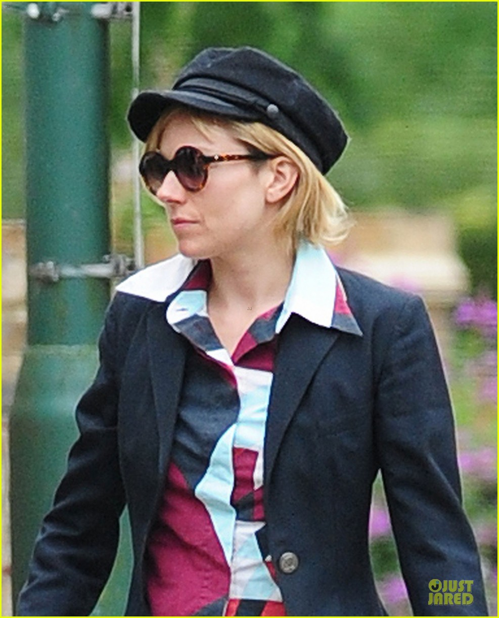 sienna miller 1970s style in london 023181254