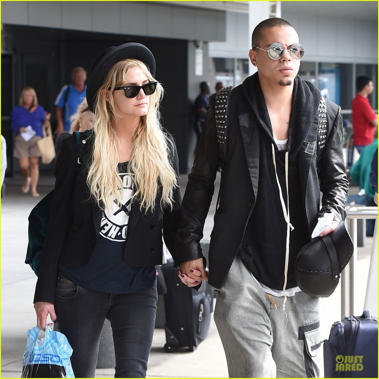 ashlee simpson evan ross hold hands after bachelorette party 043181327