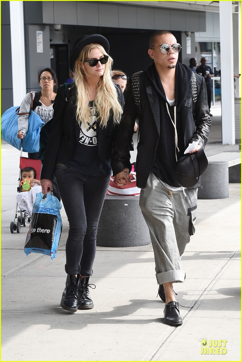 ashlee simpson evan ross hold hands after bachelorette party 053181328